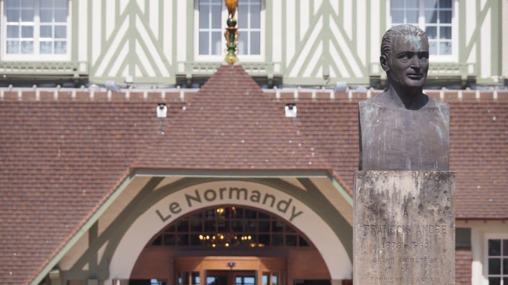 Hôtel le Normandy, l'entrée