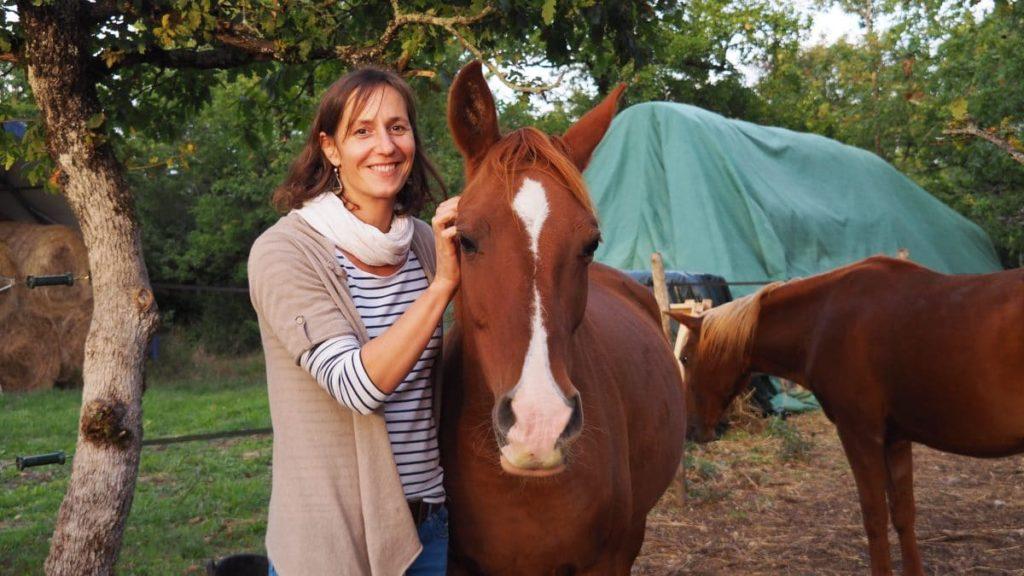 Aux gîtes du domaine de Lavayssade, Hélène a également développé une activité de gardiennage de chevaux.<br>